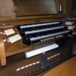 Spieltisch der Orgel in St. Peter, Oberdorf