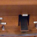 Spielhilfen und Koppeln der Orgel in Waldenburg