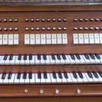 Spieltisch der Orgel in Waldenburg
